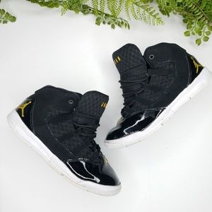 Jordan max aura black gold white sneakers